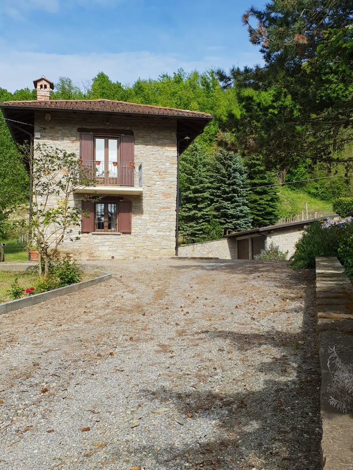 Cascina Castellaio - Piedmotese Stone Farmhouse