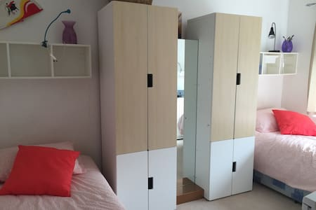 Bright furnished twin to rest - Edgware