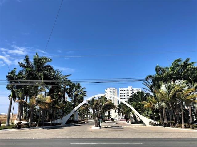 Entrada a Complejo Punta Centinela Yacht Club.