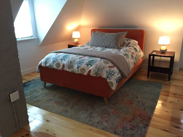 2 BR Suite, Queen and 2 Twin, near Boston Downtown