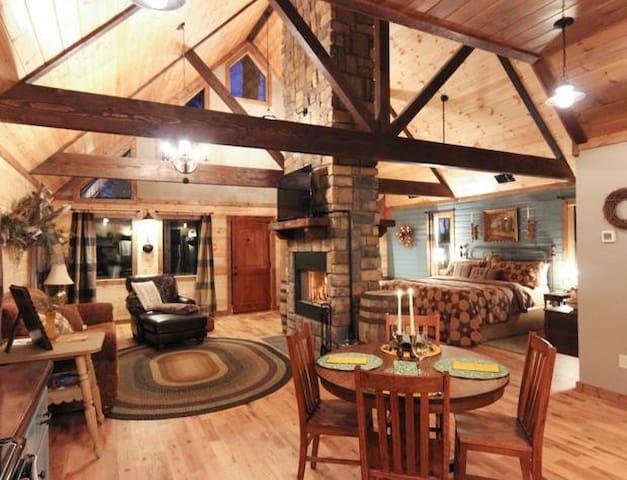The Romantic Bear Den Cabin is Ideal!
