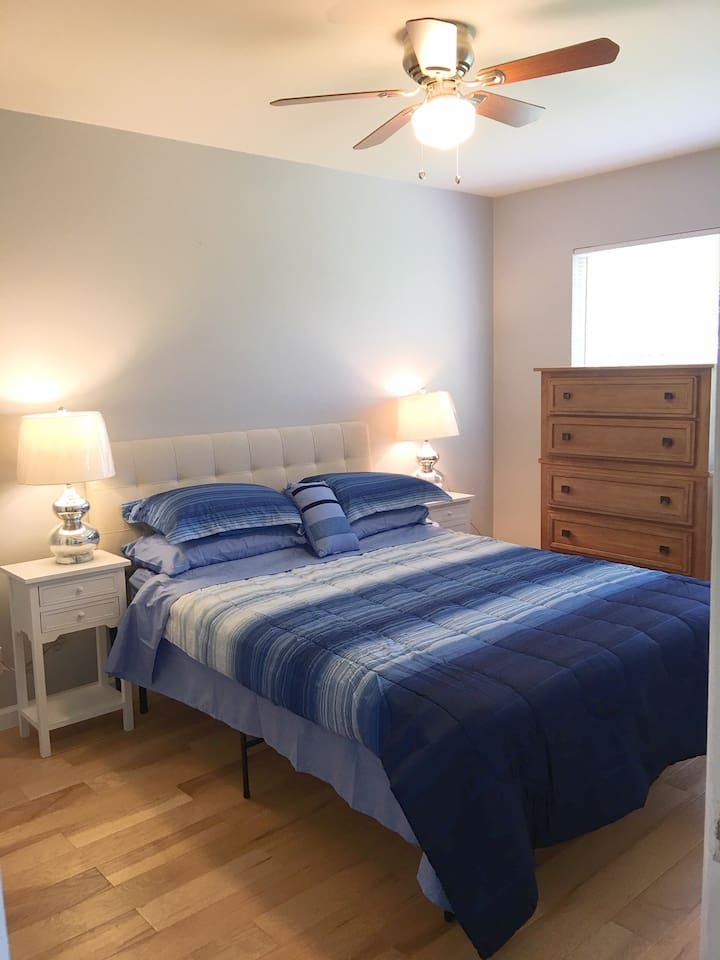 queen bed in bedroom 1