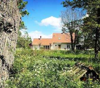 Egen liten gård i Elinghem, Ire - Lärbro - Ház
