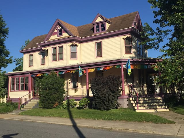 Lovely Victorian in Rural Townsend
