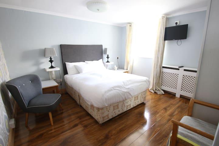Clifden Town Suite