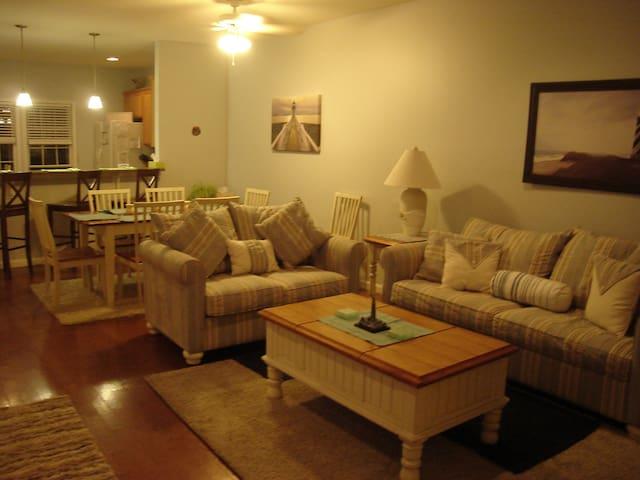 Beach Block 3 bedroom Townhouse w/ heated Pool - North Wildwood - Huis