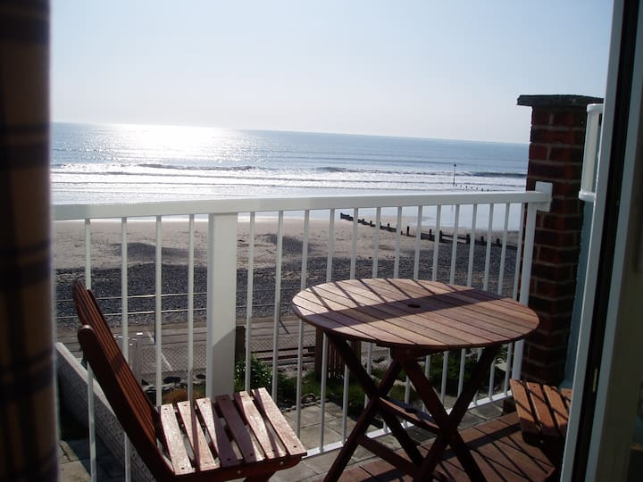 Beach house with wonderful sea views in Tywyn