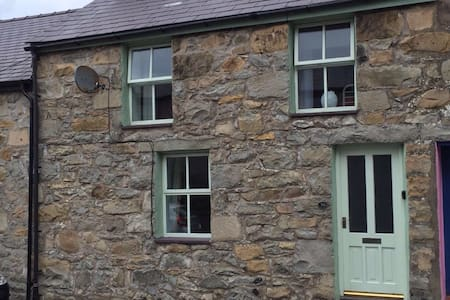 Trefor Cottage in old quarry village near the sea - Trefor