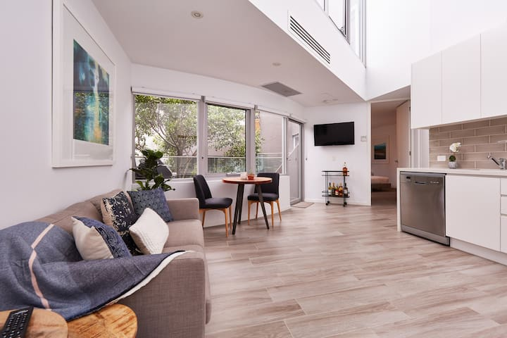 Sun Drenched 1 Bed Neutral Bay Apartment