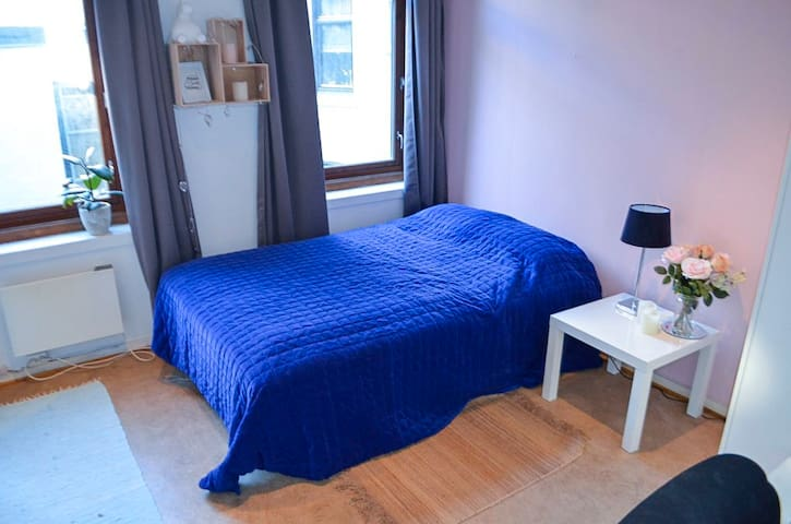 Spacious & cosy room - safe & central location