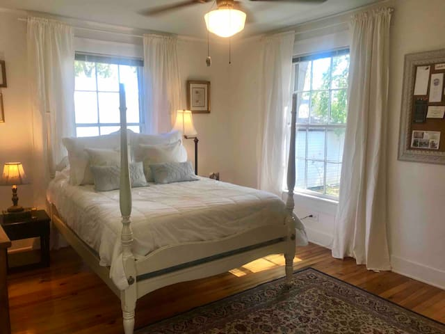 Guest Room in Blue Haven Cottage Near Swamp Rabbit