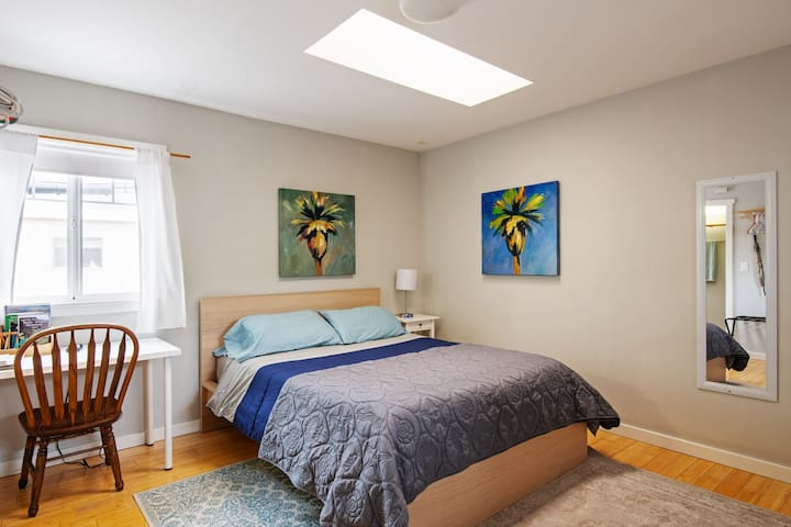 Comfy queen size bed. Skylight and windows bring in beautiful, natural light.