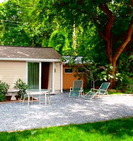 Hideaway Cottage Midway Between Cape May +Wildwood