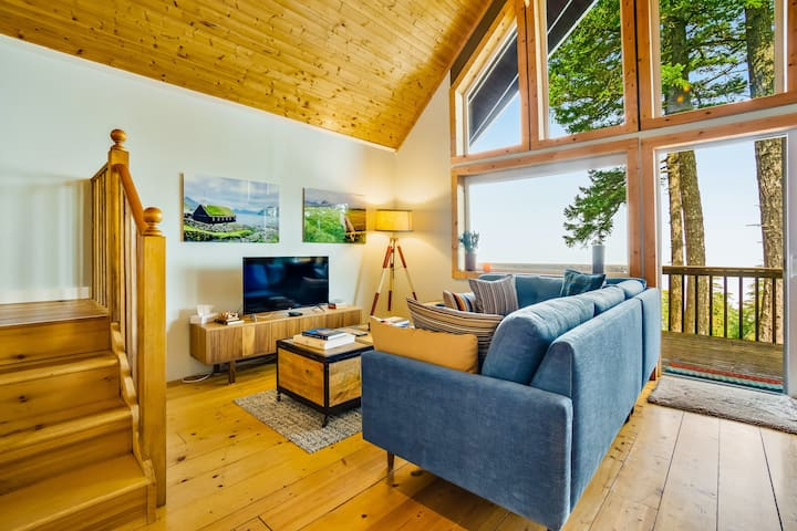 Waterfront, dog-friendly cabin w/ a full kitchen & views