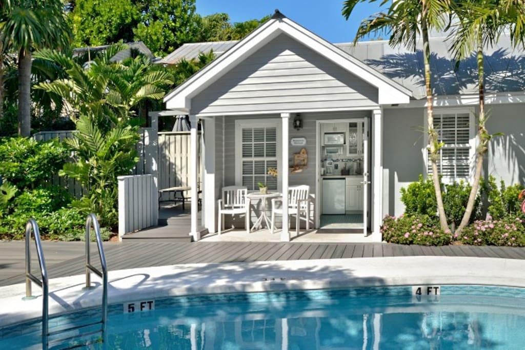 Romantic retreat 2 person k suite pvt deck spa for Key west retreat