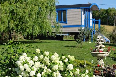 Roulotte séjour insolite avec bain nordique UNIQUE - Tudelle - Bed & Breakfast