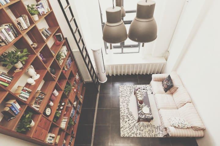 【Zinc Homestay】Modern Loft for U 大连中心区域现代风格 高挑空复式