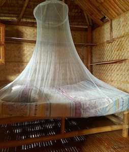 HangOut Beach Resort Native Room - Malay - Lodge immerso nella natura