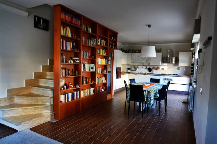 New and beautiful two-storey house - Rome - Huis