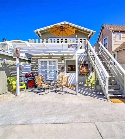 PEPPY PATIO 7 Houses From the Sand! 3 BDR Sleeps 7 - Newport Beach - Apartmen
