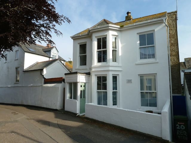 Cosy Detached Cottage - Penzance