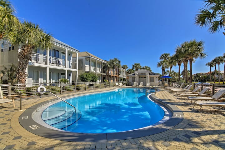 Destin Condo w/Large Deck & Views - Steps to Beach