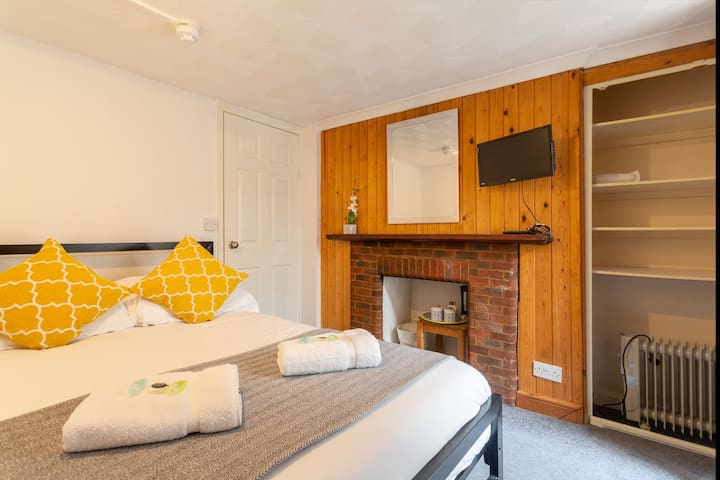 Cosy Little DBL Room 1 minutes from the Beach