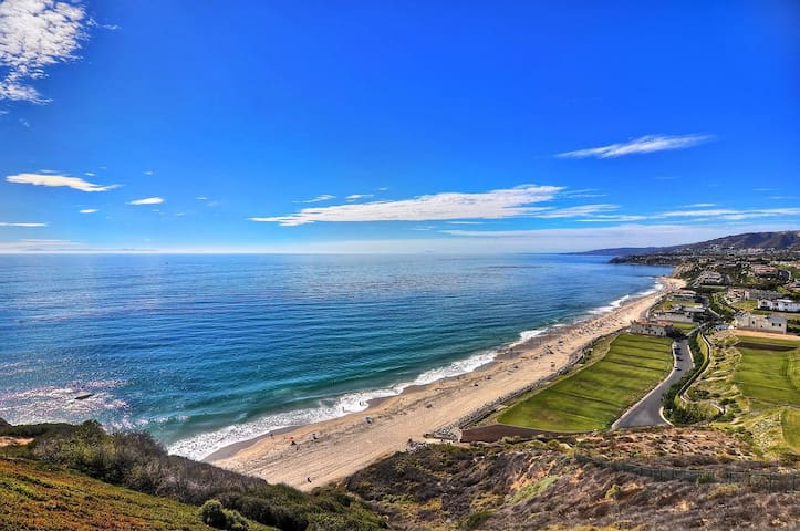 Stunning Oceanfront Condo, Amazing View, Location, Short Drive to Beach