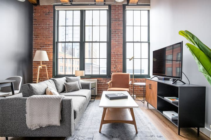 Bright Fort Point Studio w/ W/D in Unit, by Blueground