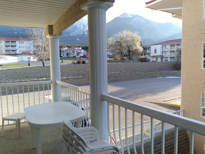 6 guests  jacuzzi 4 beds Fairmont Hot Springs