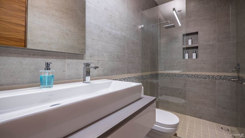 Large bathroom with rain shower head