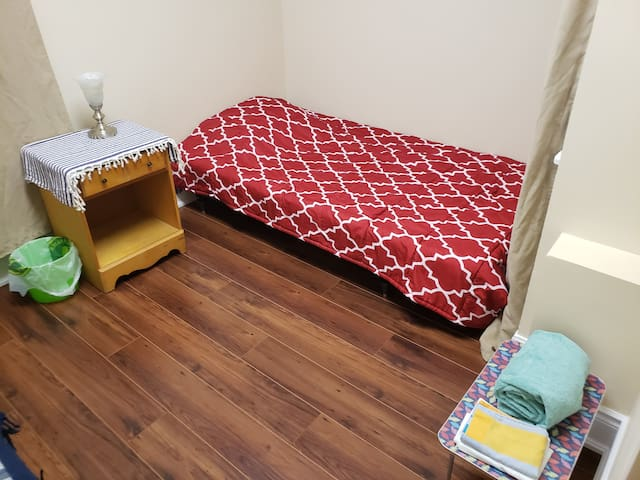 clean and simple! nightly room rental