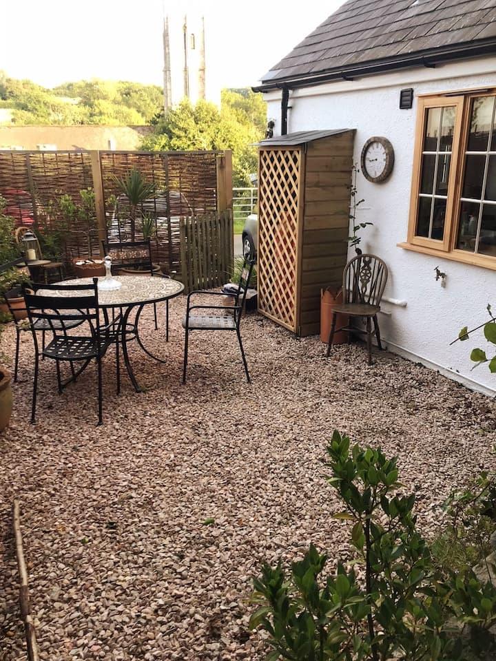 Clean & cozy open plan garage conversion Nr Totnes