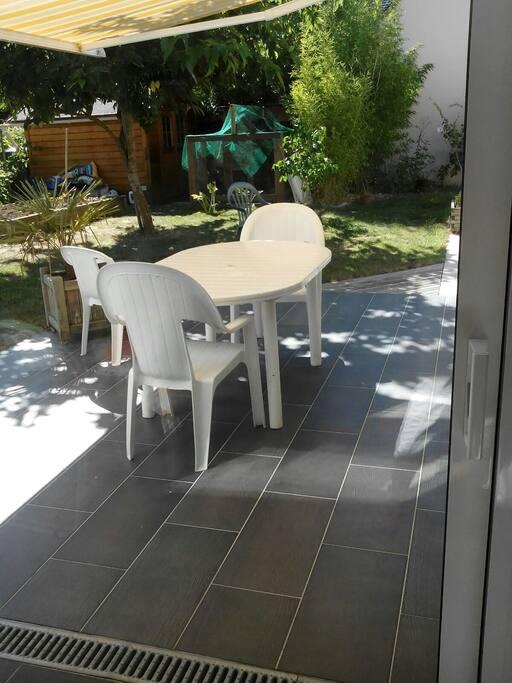 Studio 35 m2 10 min du parc expo et de ker lann maisons for Location maison chartres de bretagne