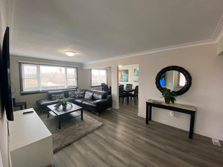 NEW Spacious modern.. Fallsview Hotel District!