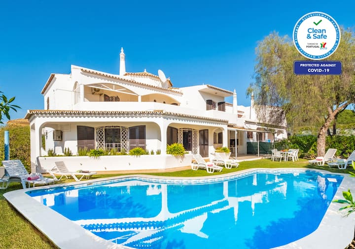 VILLA CLOSE TO GOLF COURSES, PRIVATE POOL, & WIFI