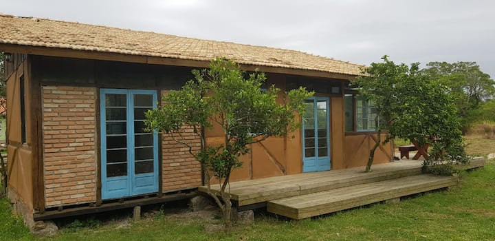 Casa  Sabiá Laranjeira no Sítio Canto dos Pássaros