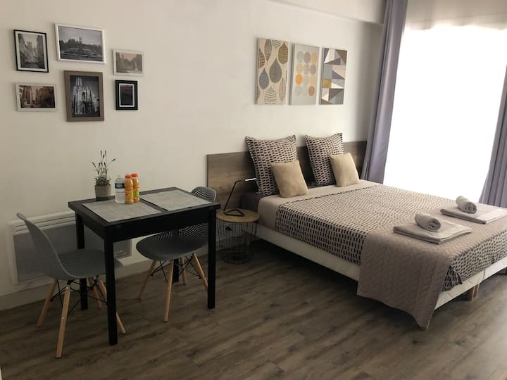 Spacious & Cosy with balcony, airco in Aix center