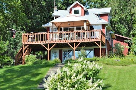 Rustic Lakehouse Cabin