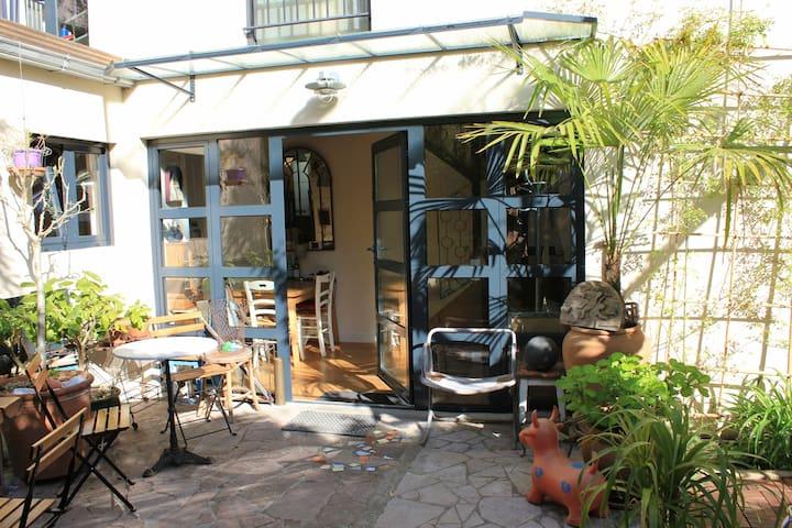 Jolie maison familiale avec Jardin -Impasse privée - パリ - 一軒家