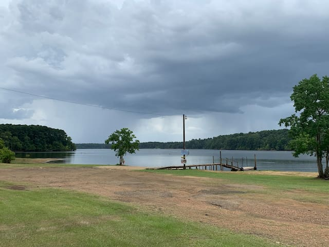 6 person 3 bedroom right on Toledo Bend Lake