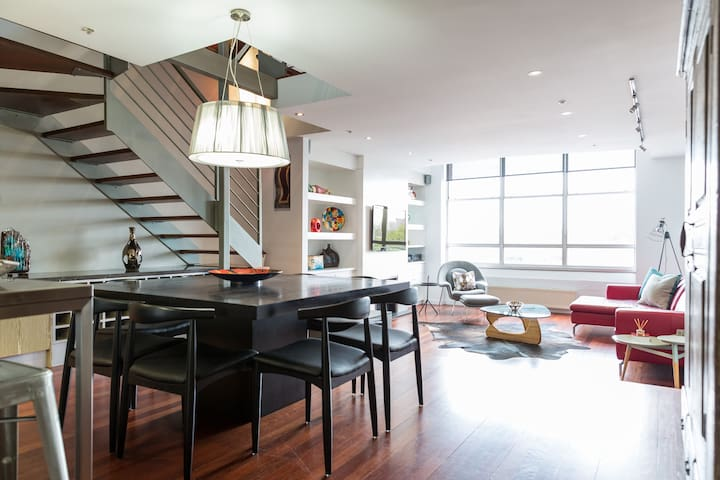 Entertaining, dining in, nibbling or imbibing for a memorable meal together. A wonderful space to share with friends and family. Even a game of Uno!