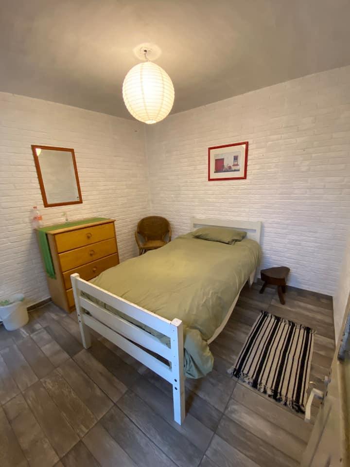 Habitación amueblada y linda en Coapa