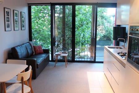 Classy Modern Apartment in the Heart of St Kilda - Saint Kilda - Apartamento