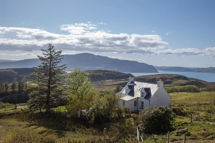 Cottage on Isle of Raasay with spectacular views! - Balmeanach - Ház