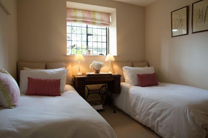 Beautifully restored Church - 3 bedrooms . - Shurlock Row