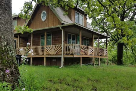 Big Oak Cabin : Ozarks, Hot Tub, North Fork River