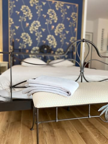 Queen sized bed & linen sheets and accessories. The bedroom is directly from the living zone and has been decorated to provide a relaxing environment for an even better nights sleep. All bed linen is provided in this ground floor apartment in Brive.