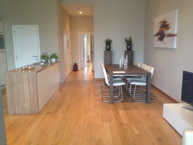 TOP FLOOR APARTMENT WITH TERRACE@the trendy south