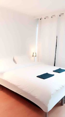 This is your rented room.  Do you want a big shared bed or separate beds???  Please tell us at your booking!!! Thank you!!!
